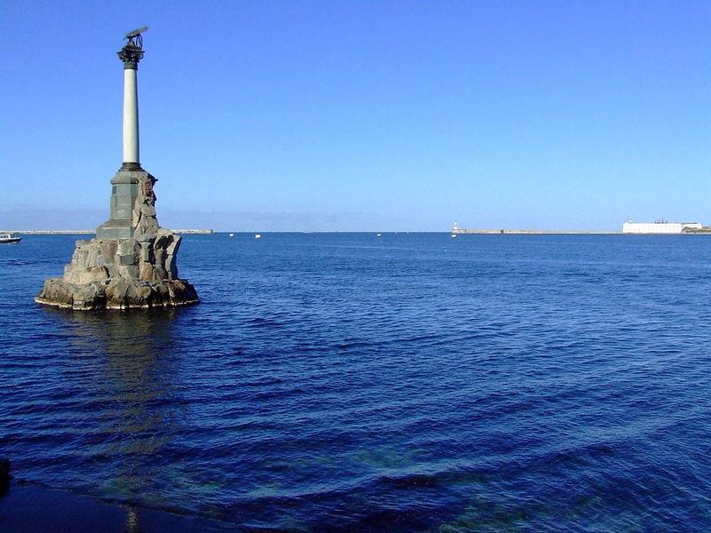 Памятник затопленным кораблям в Севастополе фото